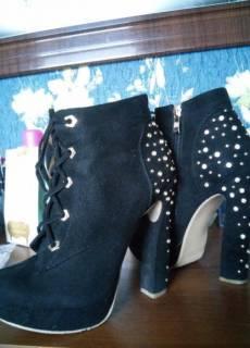 Демисезонные ботинки   Купить или продать новую и б у одежду, товары ... 87b31a4a0e6