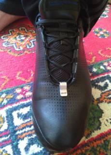 Спортивная обувь   Купить или продать новую и б у одежду, товары и ... 8e9fd6d08b0