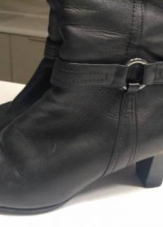 bbb02523 Зимние кожаные сапоги на невысоком каблуке 39 400грн · Добавить в избранное